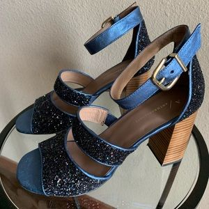 Gorgeous blue sparkled platform sandals!